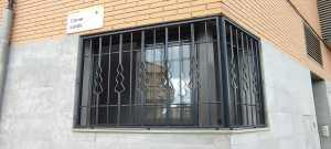 Instalación 7 rejas + 6 mosquiteras en piso de Deltebre