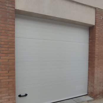 Instalación Puerta de Garaje Seccional en Tarragona