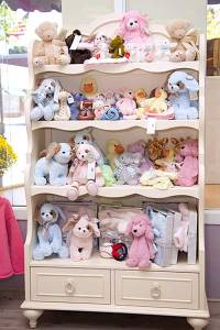 Shelves of Teddy Bears for infantes