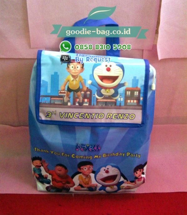 Tas Ultah Anak Gendong Doraemon