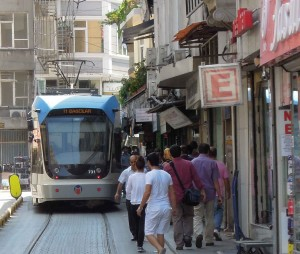 The Istanbul tramway operates successfully despite very tight clearances