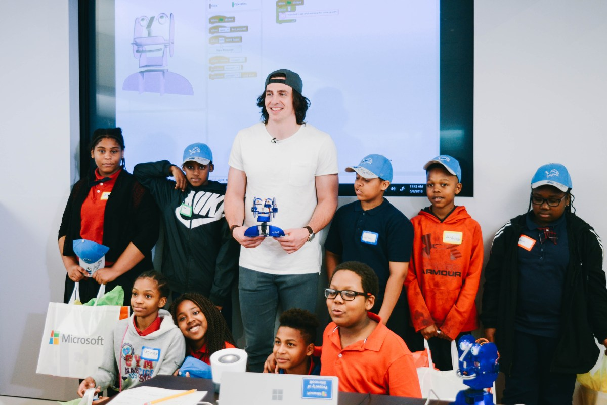 Detroit Lions' Tight End Luke Willson Surprises Detroit Students at Microsoft Store's STEM Workshop