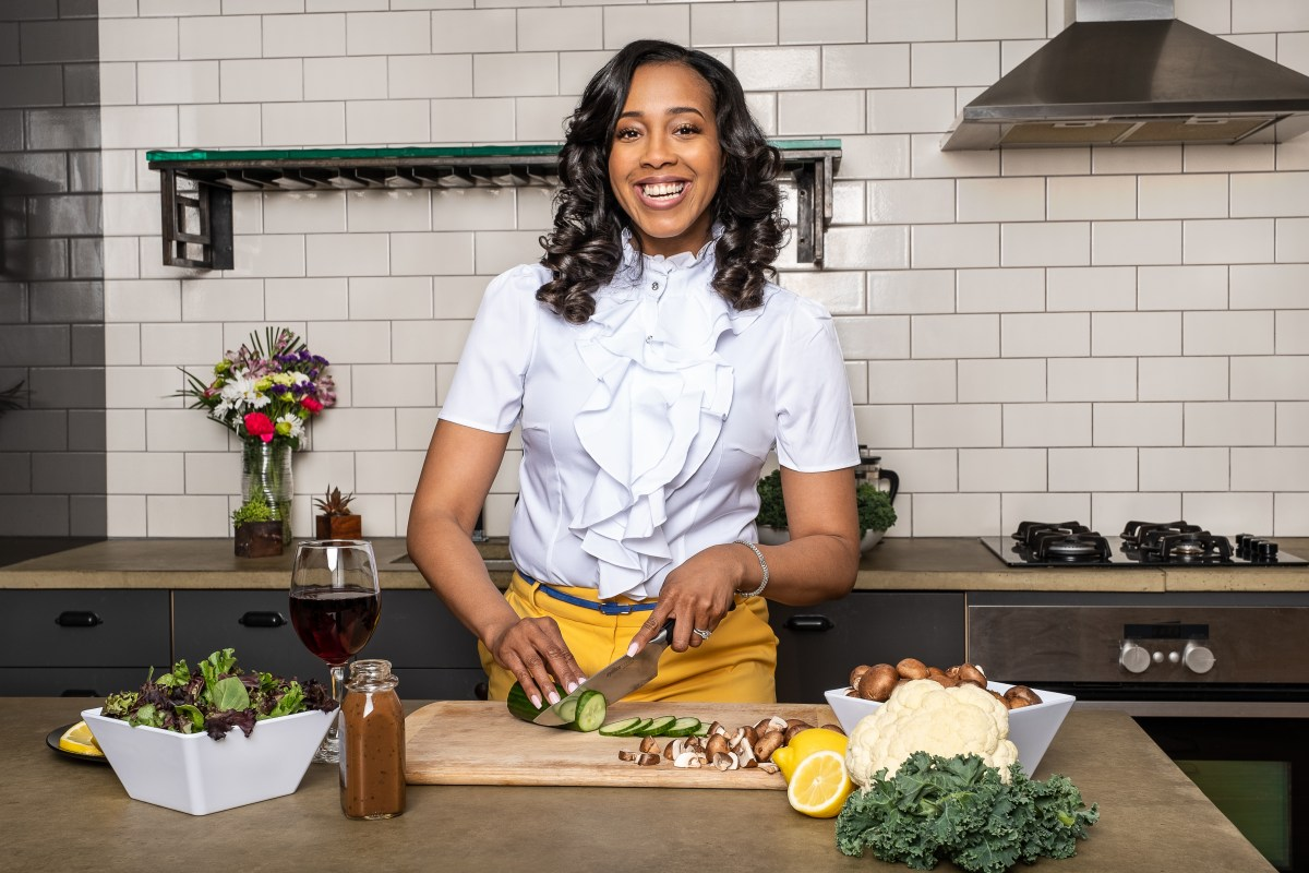 Cooking with Que Shares 8 Simple Tips on Transitioning to a Plant-based Life