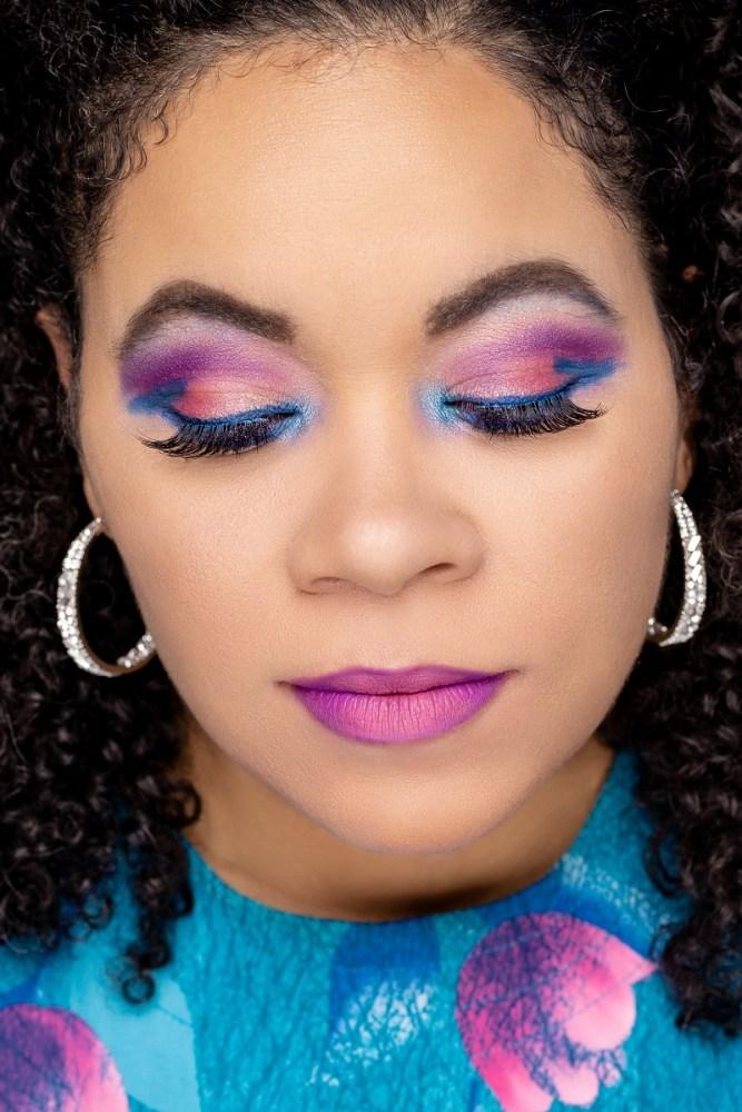 SUMMER MAKEUP IDEAS: Where a bold eye color to make your makeup pop!