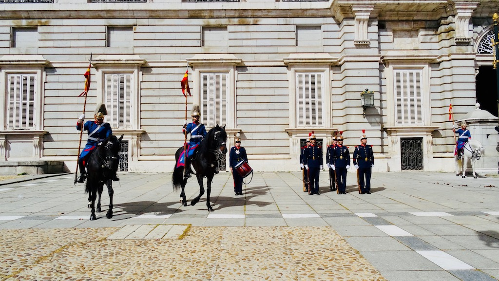 visiter madrid activite releve garde palais royal 1