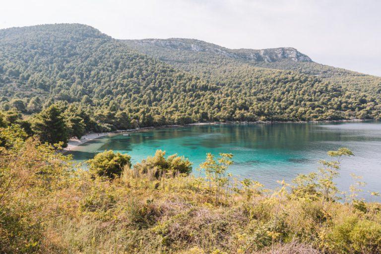 Nudistenstrand van de Baai van Zuljana