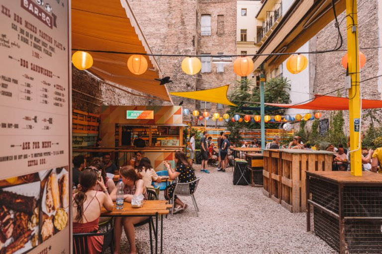 Karavan Street Food en Beer Garden Budapest