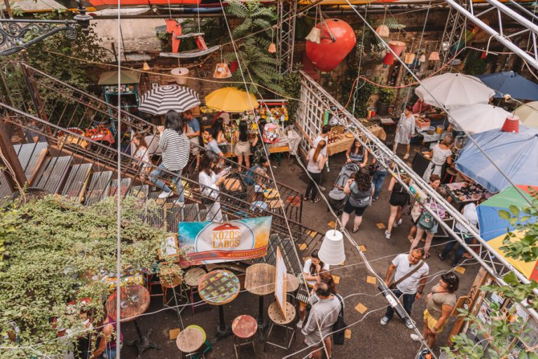 Szimpla Farmers Market Joodse wijk Boedapest