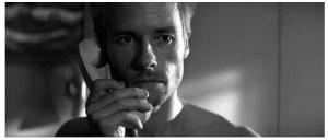 《記憶拼圖》劇照:雷納接電話