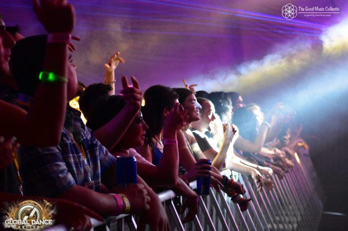 crowd_8
