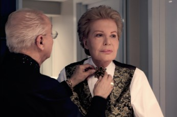 MUCHO MUCHO AMOR: THE LEGEND OF WALTER MERCADO (L to R) Willie Acosta and Walter Mercado in MUCHO MUCHO AMOR: THE LEGEND OF WALTER MERCADO. Cr. NETFLIX © 2020