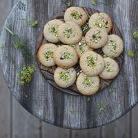 5 ingredient almond & tahini cookies (vegan)