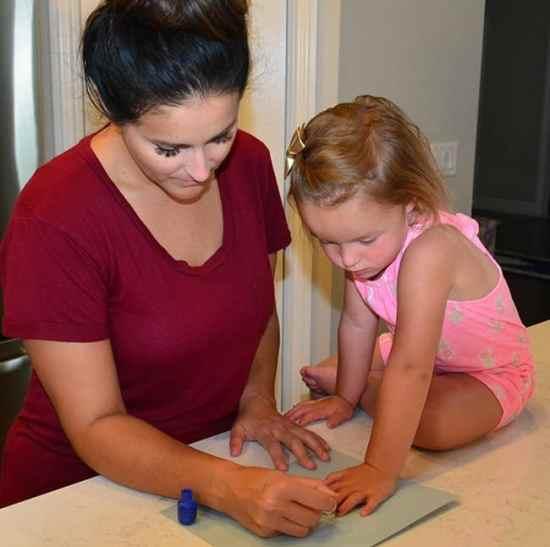 how to make fingernail polish, Good Parenting Brighter Children, diy nail polish, diy nails, do your own nails, fingernail polish, nail polish ideas
