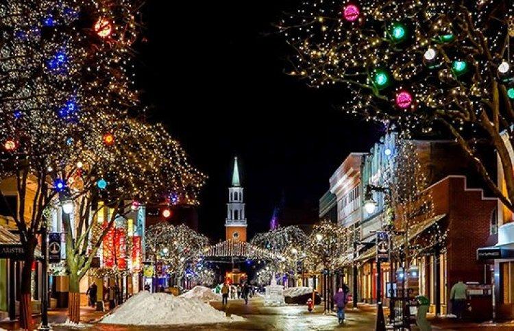 Christmas traditions, Christmas lights on a stree