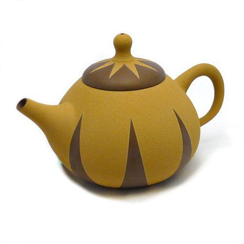 Тонкостенный глиняный чайник
