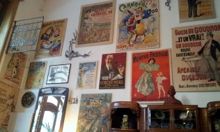The walls are full of Jugendstil/ModernStyle/Art Nouveau advertisements and posters