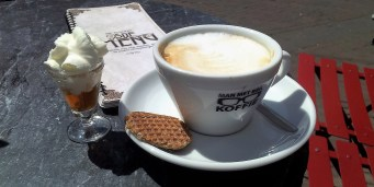 The Cappuccino with honey cream cookie