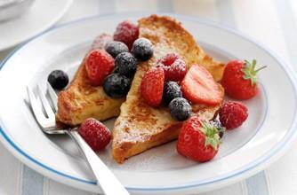 Berry eggy bread