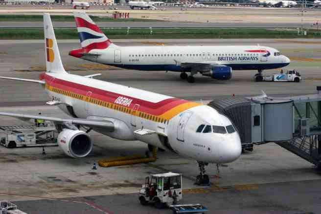 "Inclusive tourism Spain. Iberia Airbus A321-211 ""EC-ILP"" and British Airways Airbus A320-211 ""G-Busk"" in October 2010, before the airlines' 2011 merger. Source: Curimedia, CC BY 2.0, via Wikimedia https://commons.wikimedia.org/wiki/File%3AAirbus_A321_Iberia_%26_A320_British_Airways_(5047661247).jpg"