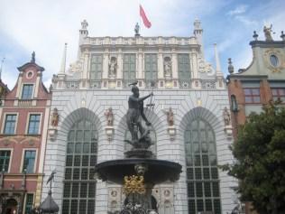 Neptune's Fountain and Artus Court