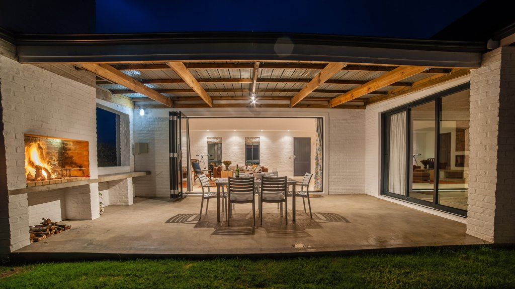 charel-schreuder-photography-property-photography-evening-patio-braai