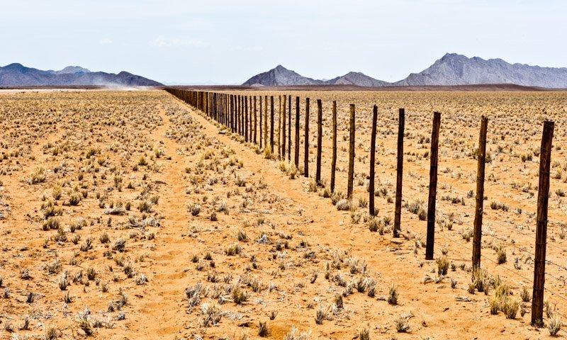 charel-schreuder-photography-landscape-photography-namibia-Desert-Fence