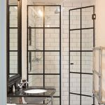44 Suprising Farmhouse Bathroom Shower Decor Ideas And Remodel (11)