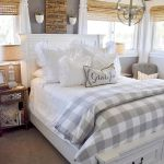 50 Awesome Farmhouse Bedroom Decor Ideas And Remodel (31)