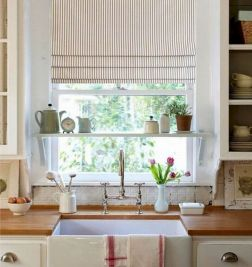 50 Beautiful Farmhouse Kitchen Sink Design Ideas And Decor (21)