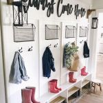 50 Stunning Farmhouse Mudroom Decor Ideas And Remodel (24)