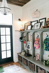 50 Stunning Farmhouse Mudroom Decor Ideas And Remodel (39)