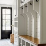 50 Stunning Farmhouse Mudroom Decor Ideas And Remodel (47)