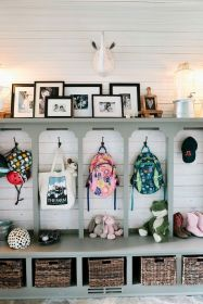 50 Stunning Farmhouse Mudroom Decor Ideas And Remodel (6)