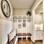 50 Stunning Farmhouse Mudroom Decor Ideas And Remodel (9)