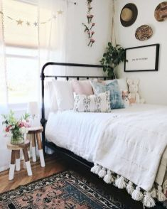 69 Best Farmhouse Bedding Decor Ideas And Remodel (15)