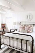 69 Best Farmhouse Bedding Decor Ideas And Remodel (6)