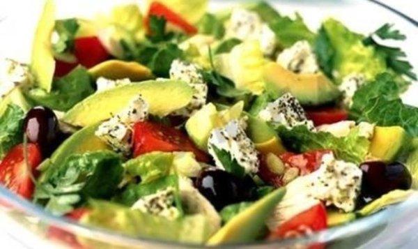Простой Рецепт греческого салата с брынзой и авокадо ...