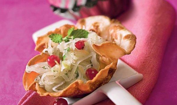 Простой Рецепт салата с квашеной капустой и мятой пошагово ...