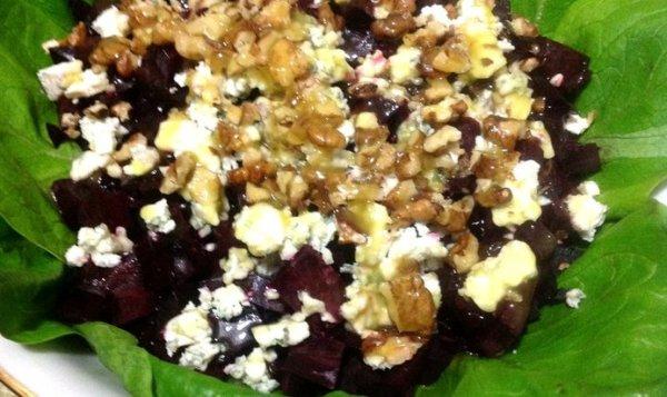 Простой Рецепт салата с жареной свеклой, голубым сыром и ...
