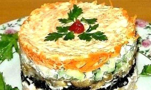 Простой Рецепт салата с курицей грибами и черносливом ...