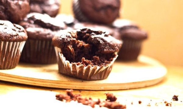Простой Рецепт шоколадных маффинов с хрустящей корочкой ...