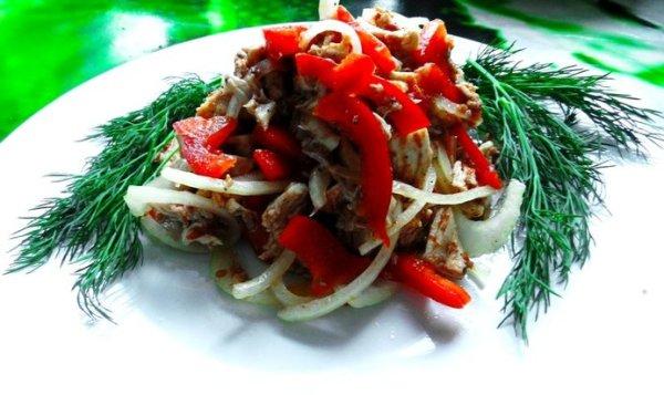 Простой Рецепт острого салата с курицей и болгарским ...