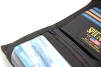 Patentni zatvarač za kovanice zna upasti u pretinac za ID što je frustrirajuće jer kovanicama se često služimo