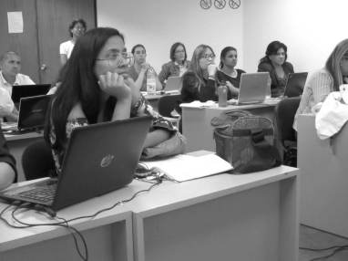 Participantes atentos en el 1er ejercicio del Canva WorkShop