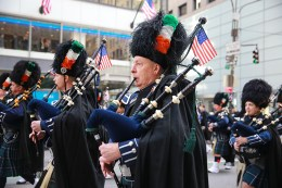 Members of The Ancient Order of Hibernians from Orange County, New York, perform during the St. Patrick's Day Parade, March 17, 2016, in New York (Gordon Donovan/Yahoo News)