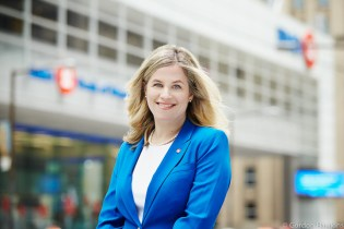 Joanna Rotenberg, BMO, Bank of Montreal, Toronto Corporate, Education, finance, Rottman School of Management, University of Toronto, Gordon Hawkins Photographer, Corporate photography, Corporate Headshots, Annual reports, Advertising,