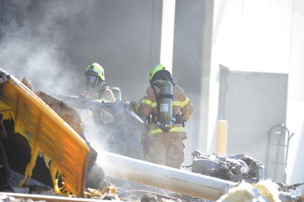 В Австралии самолет врезался в крышу торгового центра ...