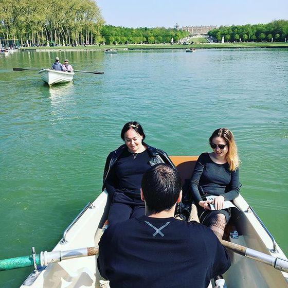 Гузеева гуляет по Парижу с дочерью сыном и его