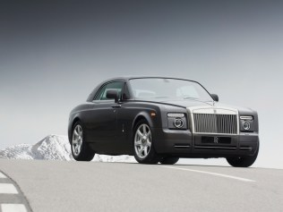 2009-Rolls-Royce-Phantom-Coupe-Front-Angle-Road-1024x768