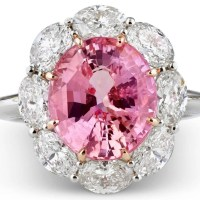 A Gorgeous 5.61 Carats Untreated Padparadscha Sapphire Diamond Gold Ring